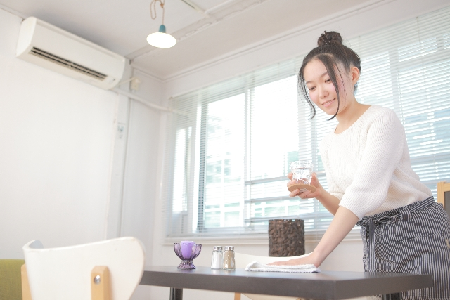 女性 アルバイト カフェ